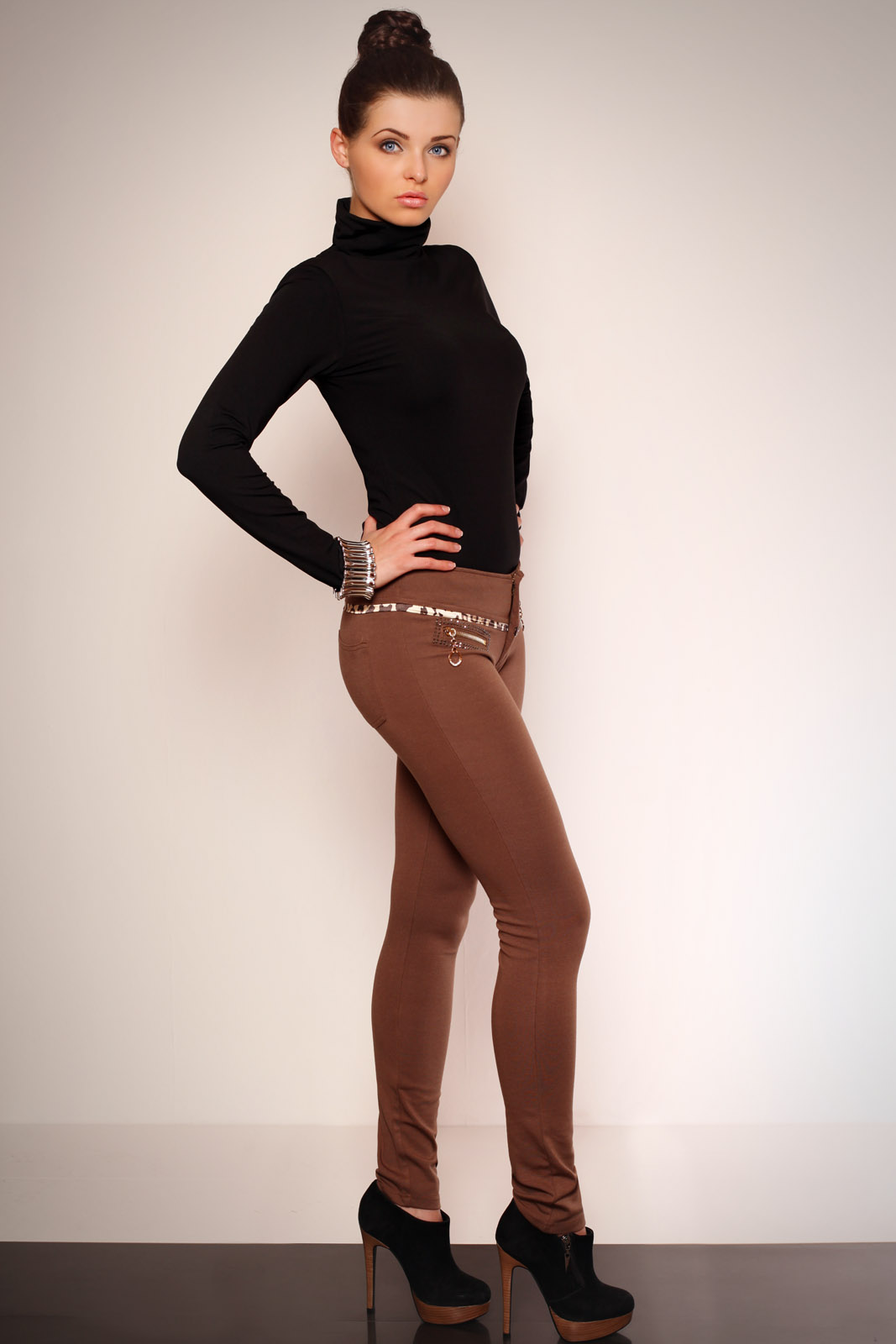 2606-1 Leggings with gold zippers and insertion of camouflage REDIAL - light brown