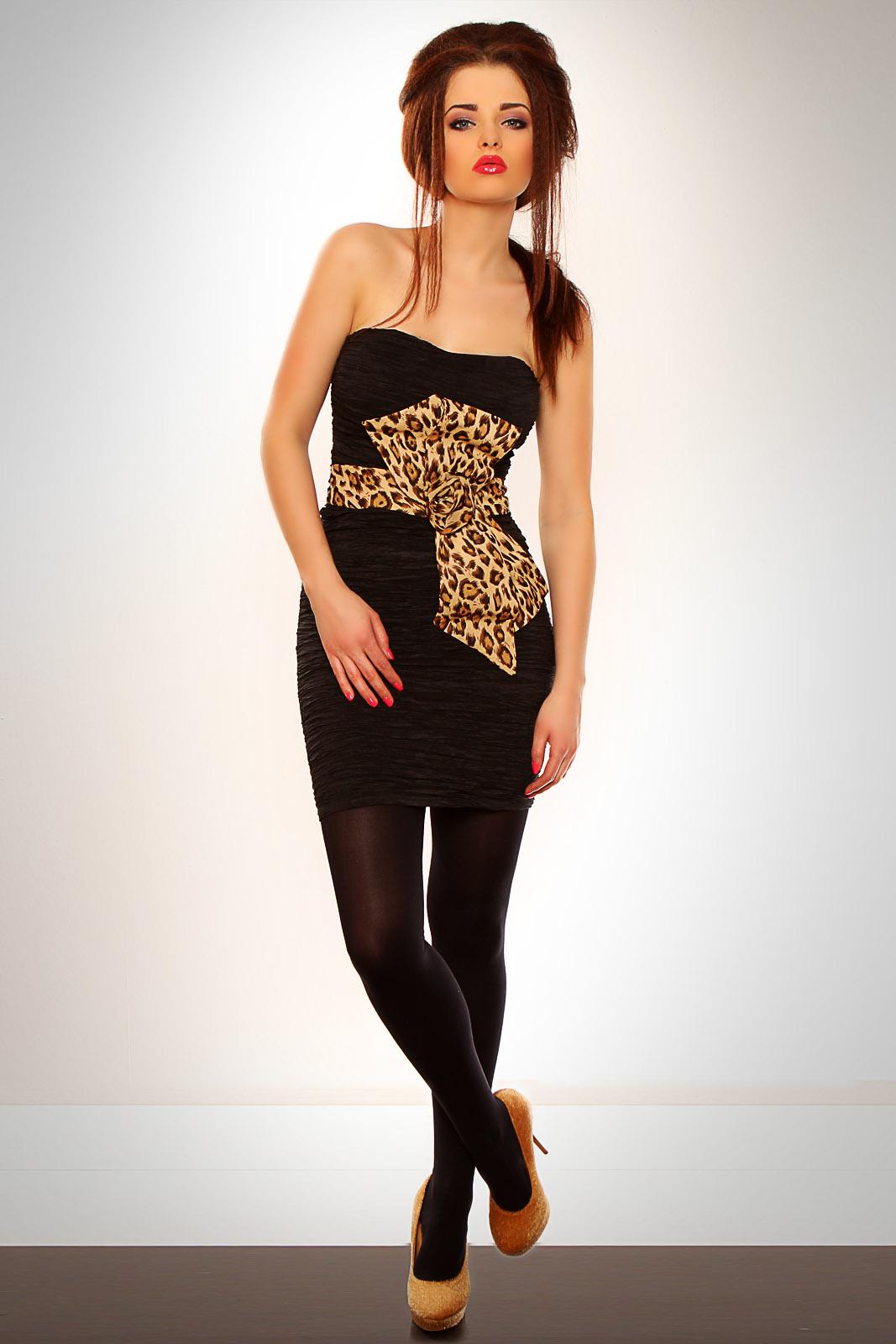 Must plisseeritud kleit