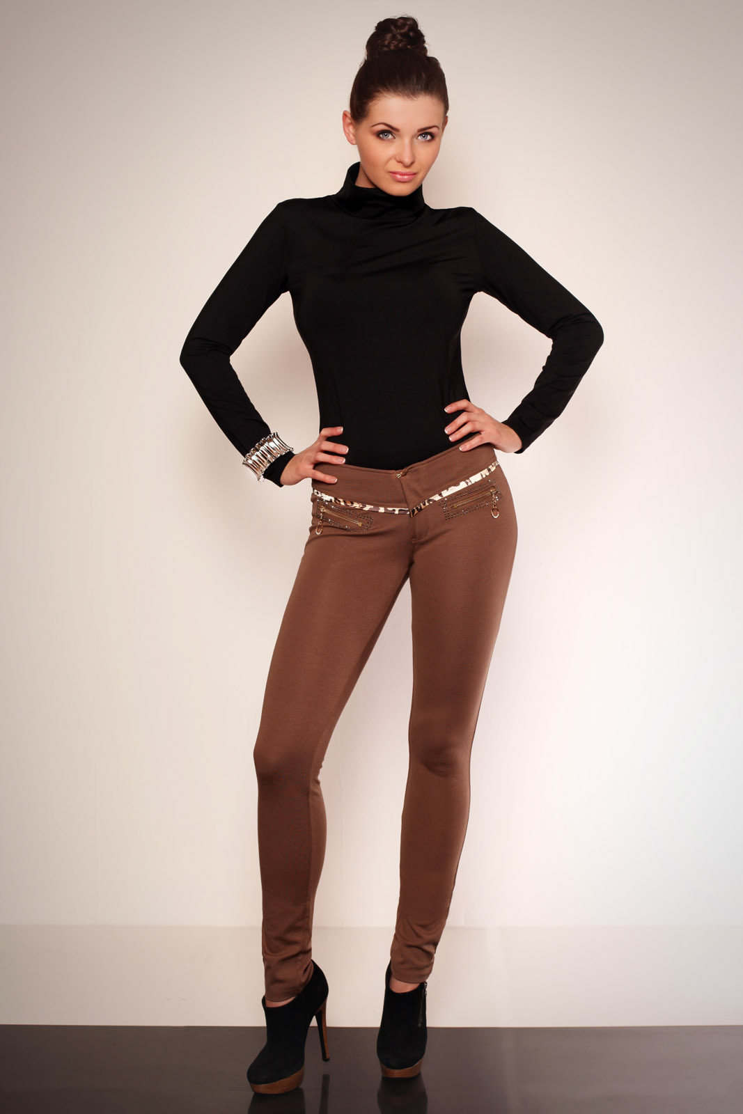 2606-1 Leggings with gold zi..